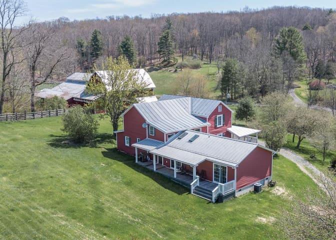 Historic luxury farmhouse adjacent to George Washington National Forest
