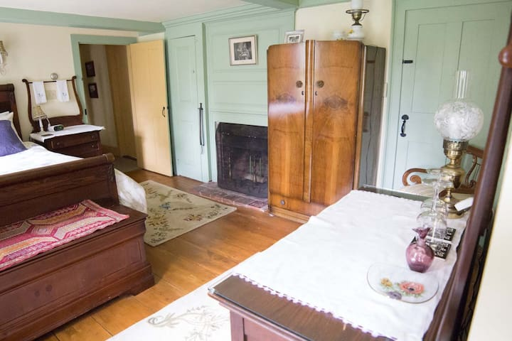 Taylor's Corner Bed and Breakfast - Estella May Campbell