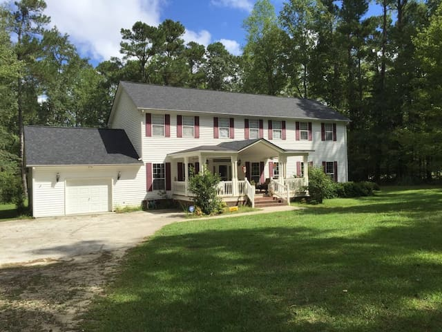 Summerville SC: Large Home on 3 acres and lakeside - Summerville - Huis