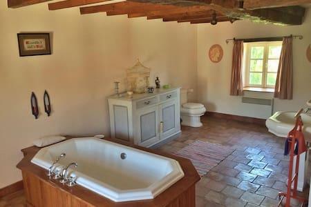 Twin room in rustic French escape with pool - Montredon-Labessonnié - Dům