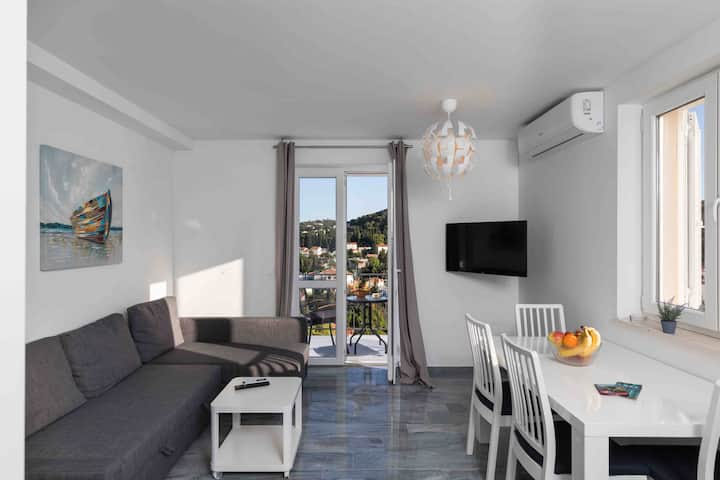 Opium1-New modern apartment-top location-parking