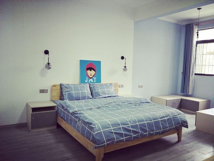 市中心安全舒适便利最本土的大床房302周杰伦主题^_^