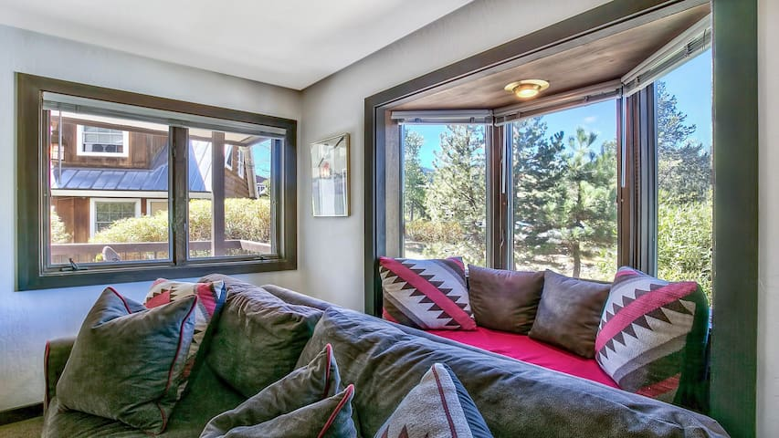 Warm & Cozy Squaw Valley Condo close to Ski Resort