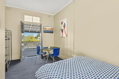 Queen bed in a Hotel - West Kempsey