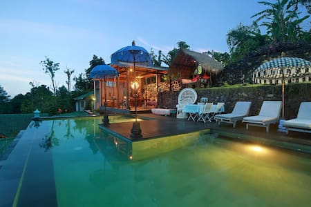 Bali Hidden Waterfall Tree House Cottage with pool - South Denpasar - 樹屋