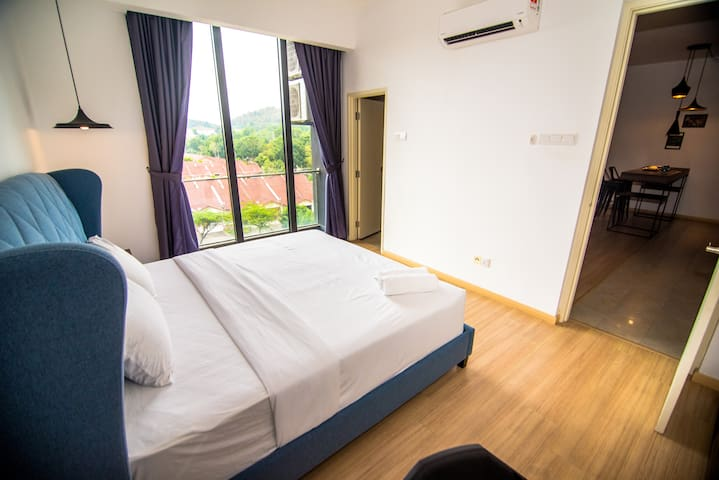 Deluxe Room, Experience the Night Life in JB [2+1]