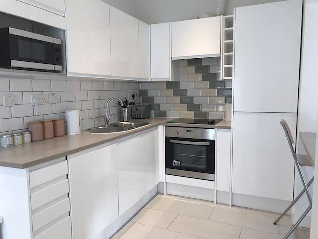 New 1 bedroom West London Apartment near Heathrow