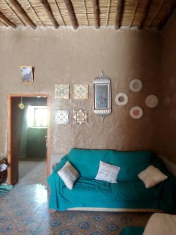 Preciosa casa en el desierto