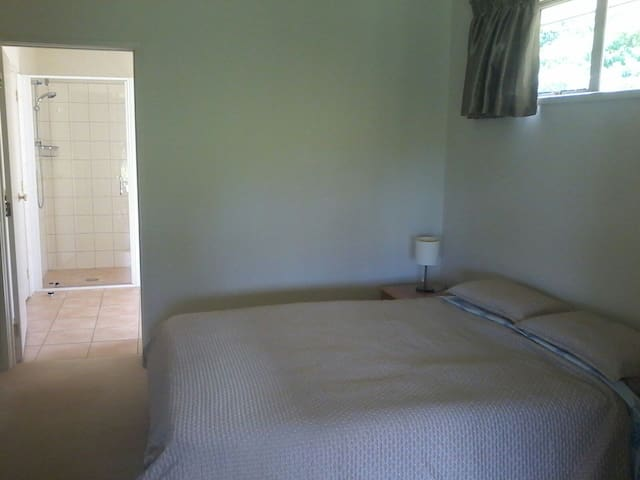Executive room w/ Ensuite &Terrace - Kaikohe - Hus