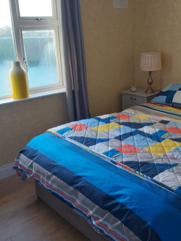 20 mins from airport/city centre/liffey valley
