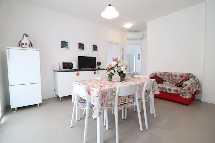 3-Appartamento moderno zona centrale con spiaggia