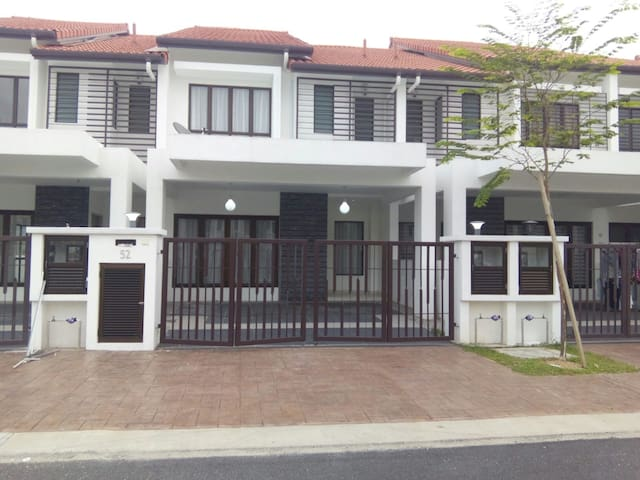 Very nice house and location - Shah Alam - House