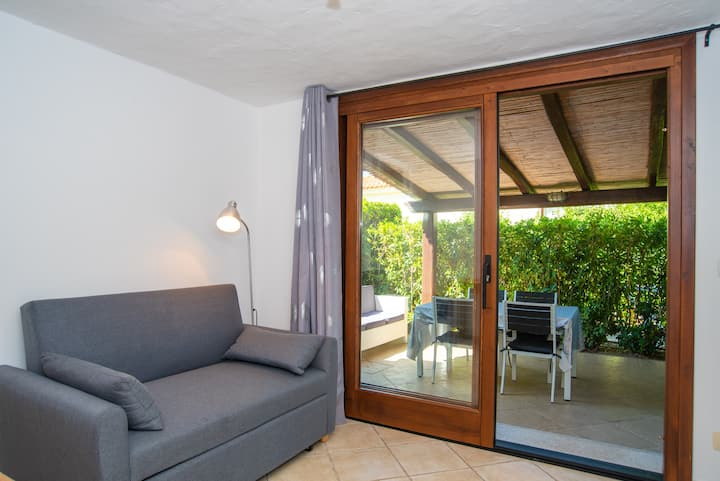 """Cosy Holiday Home """"Appartamento del Cormorano"""" Near the Beach and with Terrace, Air Conditioning & TV; Parking Available, Pets Allowed"""