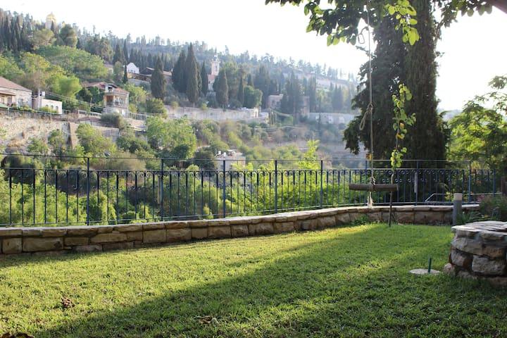 ❤ Magical Ein-Kerem (Jerusalem) Garden Studio