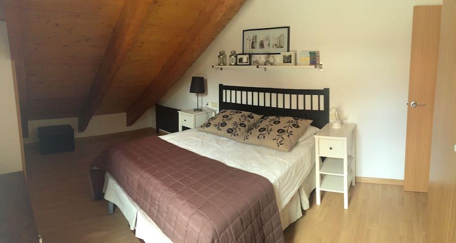 Habitación 2 con cama doble y 2 camas para niños