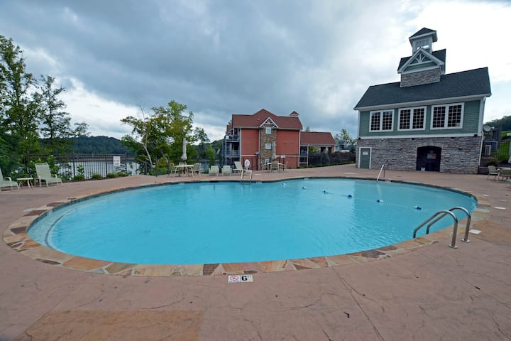High-end condo in lakefront building w/ shared pool, hot tub, dock