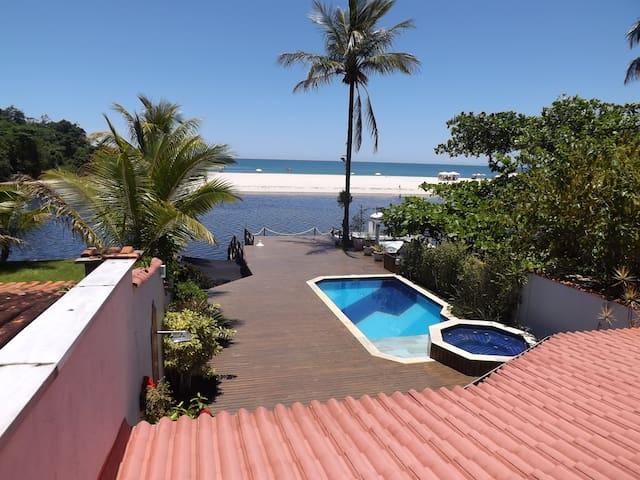 Casa á Beira do Rio Una e frente a Praia. - Praia do Una - Casa