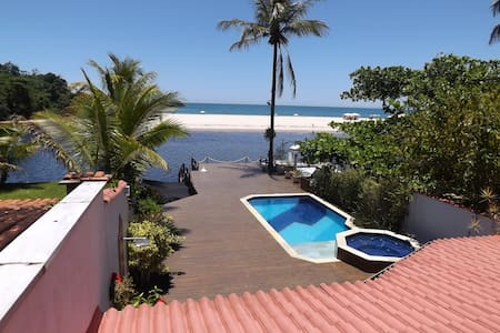 Casa á Beira do Rio Una e frente a Praia. - Praia do Una - Huis
