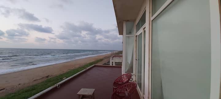 Beach Buddies: 1bhk A/C seafront penthouse villa