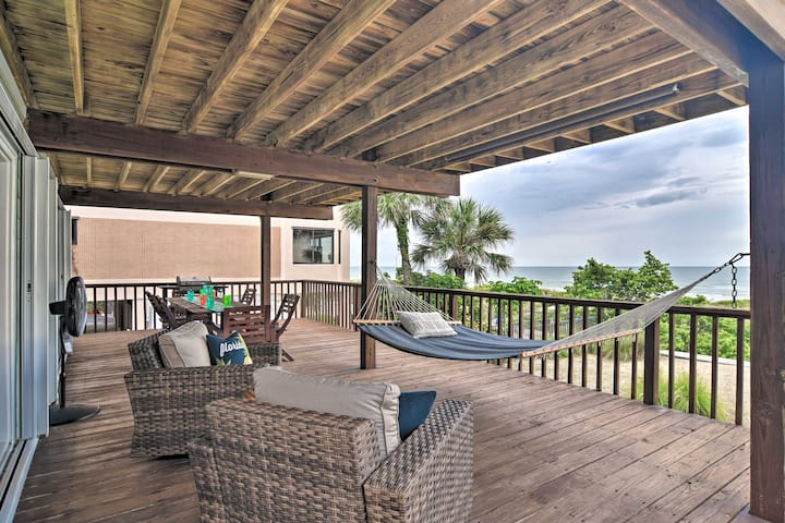 NEW! Oceanfront Condo w/ Balcony + Beach Access!