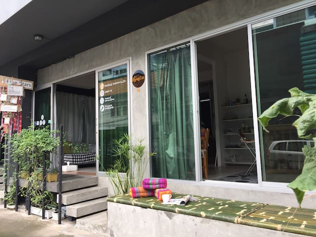 Lovely  room-40sqm.-MRT Ratchada-BathTub-Breakfast