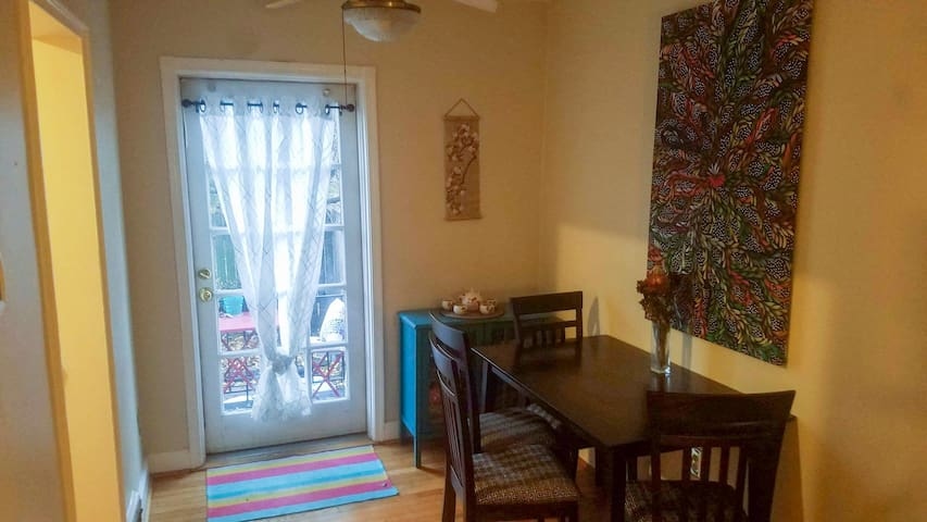 Cozy townhouse between Old Town and Del Ray!