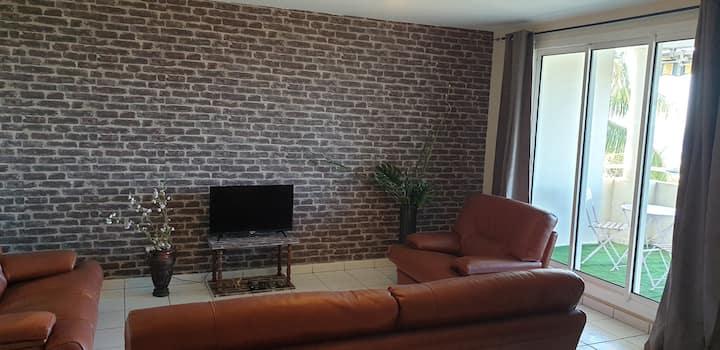 Bel appartement F2 meublé, équipé et sécurisé
