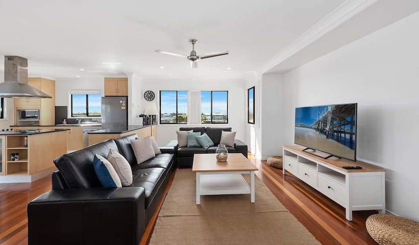Convenient close to town & Jetty, modern apartment
