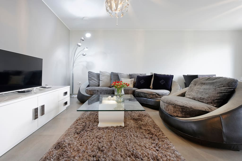 Luxury leaving open plan area with Cable TV
