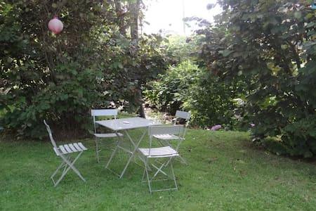 3 chambres en Rez de Jardin - Saint-Georges-Haute-ville - Дом