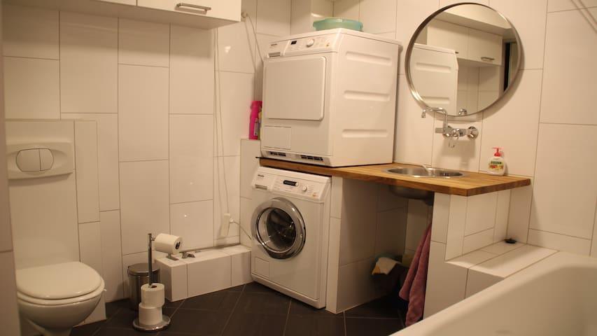 Bad med dusj og badekar