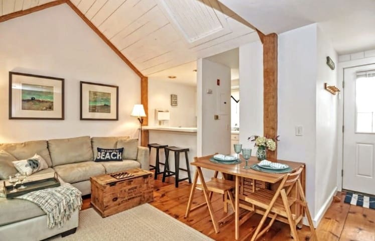 Cape Cod Cottage with Private Beach Access