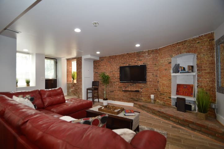 Spacious Apt in Heart of the Capital: U St | Logan