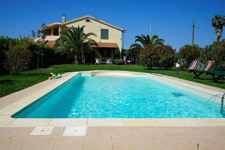 Villetta L'Oasi, pool and 5 minutes from the sea