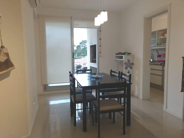 ApartamentoPunta del Este con pileta y cochera