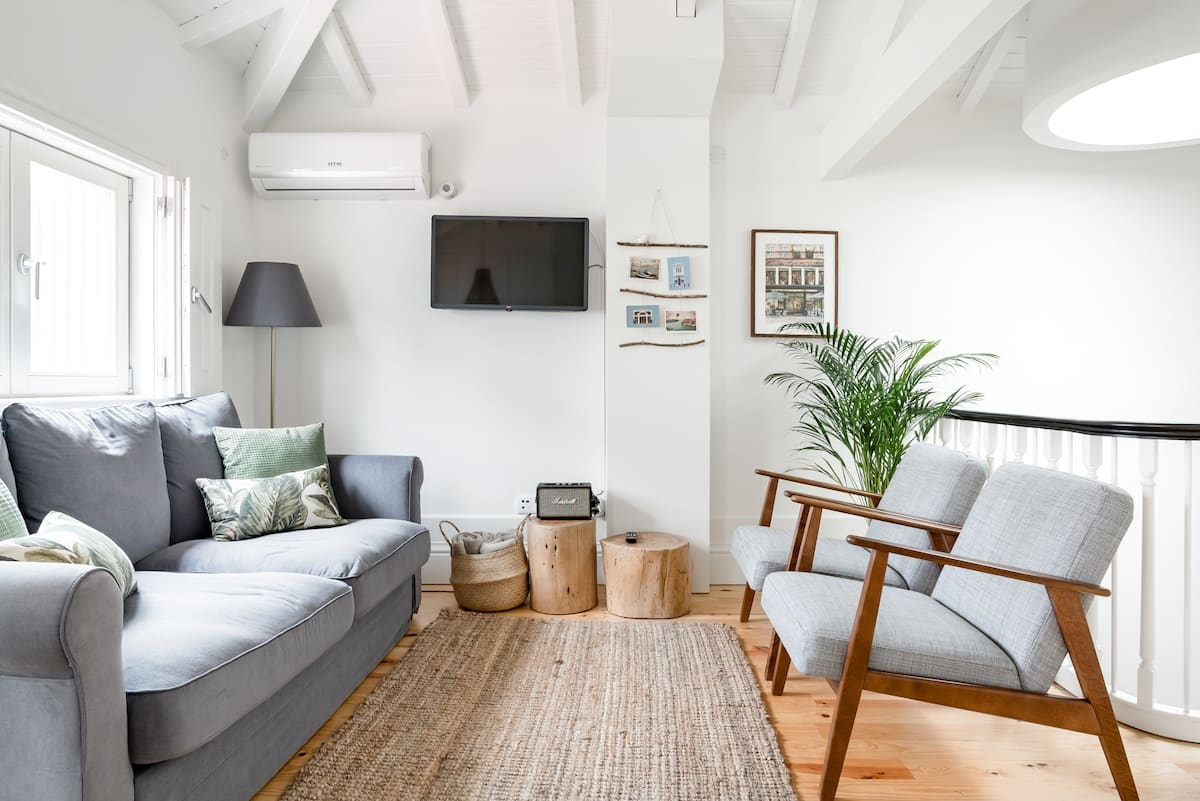 Flores Rooftop - Charm and Bright Apt with Balconies & AC