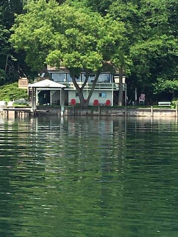 Seneca Lake Romantic Hideaway