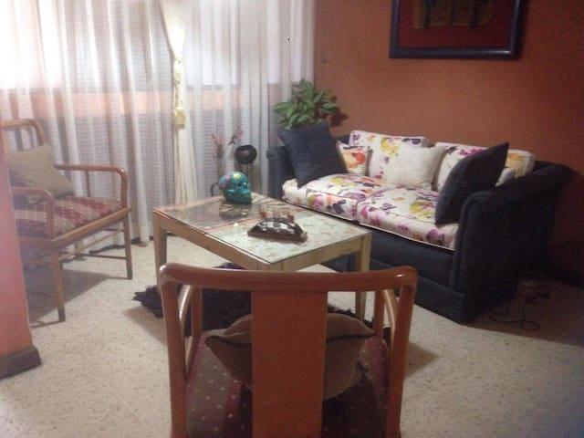 Habitaciones solas o compartidas Zapote Costa Rica