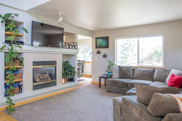 Private room & loft w/ full bath - Fort Collins - House