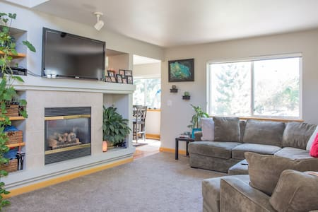 Private room & loft w/ full bath - Fort Collins