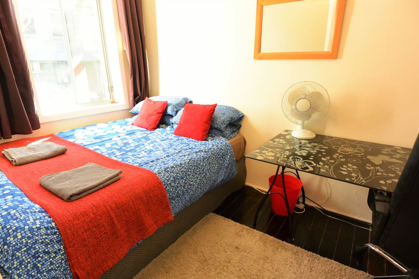 Downstairs Double Room with Large Desk & Wardrobe