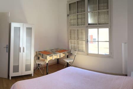 Nice doble room, near the beach. - Badalona - Apartment
