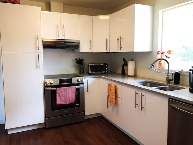 A fully equipped kitchen for cooking and entertaining.