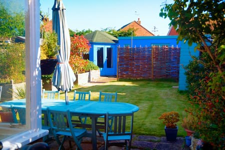 Quirky,  Artist's Garden Cabin, Whitstable, Kent