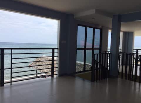 Family Beachfront Apartelle  (Room 6)