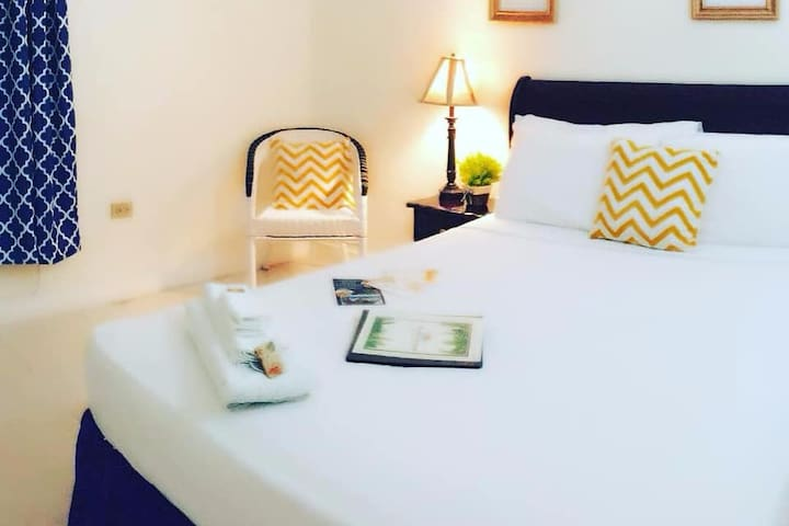 Tulip - Cozy Rooms @deezbnb Kingston