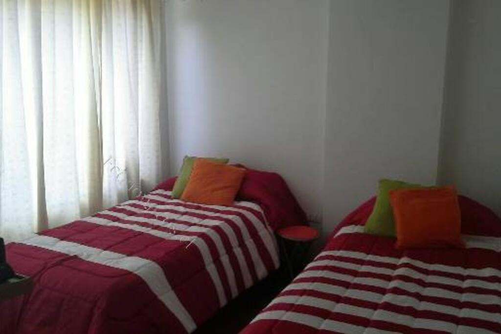Pieza 1 con TV (camas de 1 plaza)