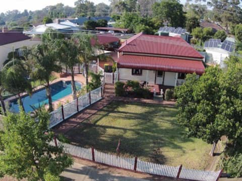 """""""Gum Tree Cottage"""" B&B in the heart of Rutherglen."""