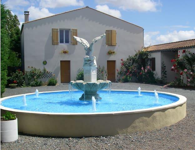 GITE (avec piscine) LA ROCHELLE-MARANS