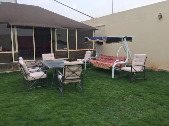 استراحة في حي حطين الراقي